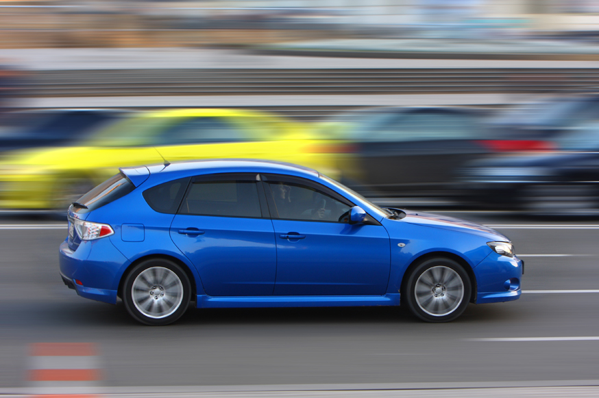 Итоги опроса: большинство водителей в России стараются не превышать скорость