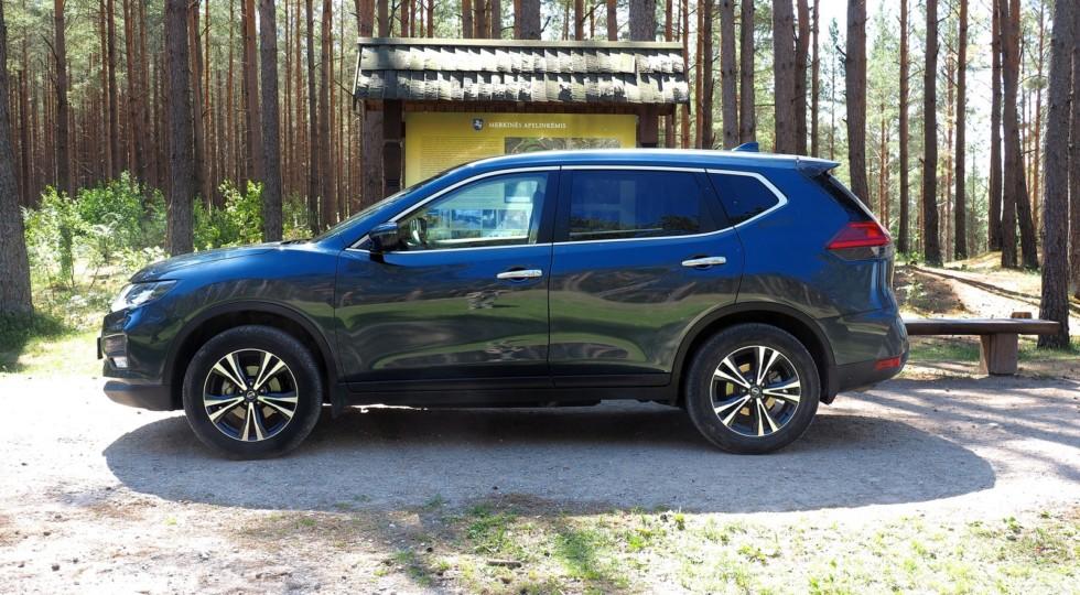 Дерби на выезде: сравнительный тест Nissan Qashqai и X-Trail на дорогах Литвы