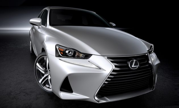 Lexus IS-2017 получил новые бамперы и оптику