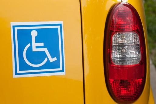 Инвалидам разрешат сдавать на права экстерном