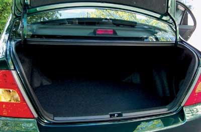 """Багажник у небольшой """"Короллы"""" неожиданно оказался, что называется, бездонным."""