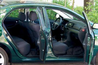 Автомобиль не страдает проблемой многих машин Golf-класса, а именно дефицитом жизненного пространства для ног задних пассажиров.