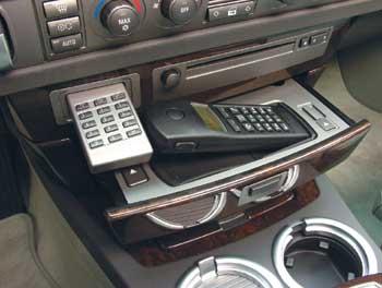 На борту – два телефона, один из которых может работать в радиусе до 10 метров от машины.