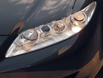 Прозрачная оптика головного освещения напоминает глаза диковинного насекомого.