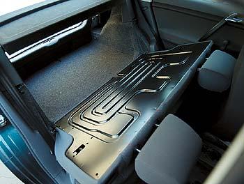 Volkswagen Polo 1.2 12V: Если вы захотите, чтобы заднее сиденье складывалось и по частям, то за это придется заплатить дополнительно