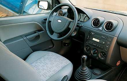 """Ford Fiesta 1.3: Кожаная обтяжка руля у такого """"малыша"""" – приятная неожиданность!"""