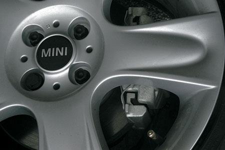В каталоге аксессуаров для Mini есть колесные диски самых различных рисунков и размеров – от R15 до R17