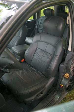 Кресла старого Гранда кажутся уютнее, но в новой машине они удобнее