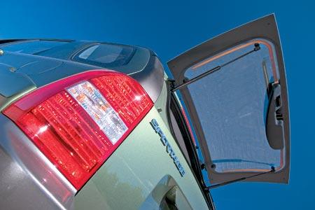 Kia Sportage - Как и положено серьезному внедорожнику, стекло задней двери открывается отдельно