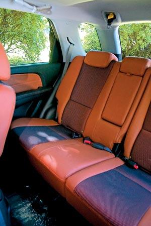 Kia Sportage - Несмотря на несколько высокую посадку, задние сиденья вполне удобны. И красивы.