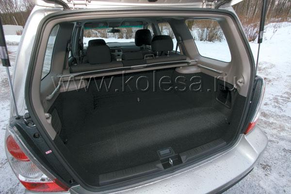 Как и положено SUV, Forester может похвастать большим багажным отсеком