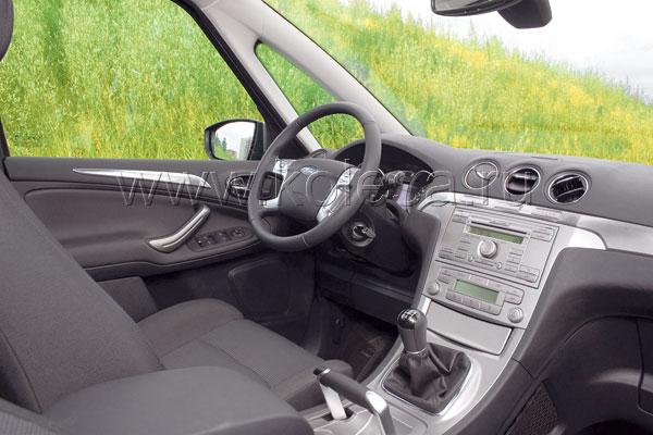 В салоне автомобиля должны быть вещи, которые поднимают настроение. Взять хотя бы этот ручник…