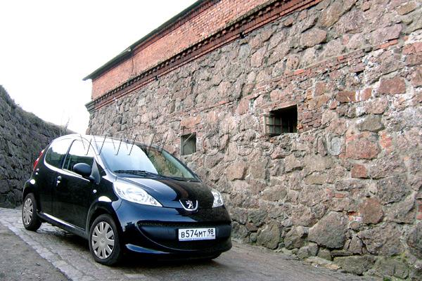 Автомобиль идет непоколебимо, без  раскачек и вибраций, словно и не  превышает разрешенный динамический  максимум
