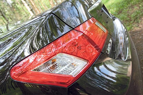 ES – первый переднеприводный Lexus в современной линейке