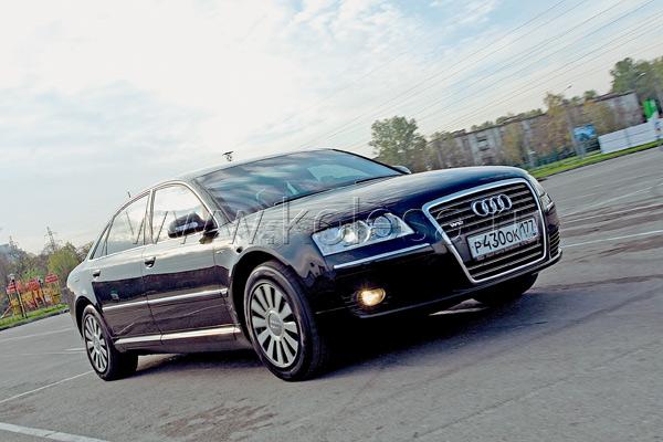 Под бронированным капотом скрыт 6.0-литровый атмосферный W12 мощностью 450 л. с.
