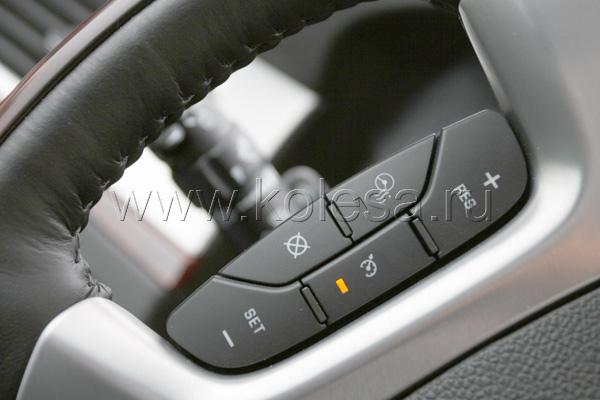 Рулевое управление явно заточено  не под драйвера: взаимосвязь руля  с передними колесами тщательно  скрывается от водителя