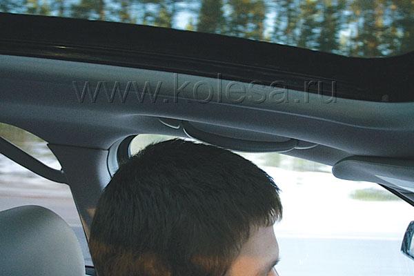 Чуть ли не единственный алогизм SRX: зачем ручка над водительским креслом. Тем более, что человек ростом 185 см почти задевает ее головой
