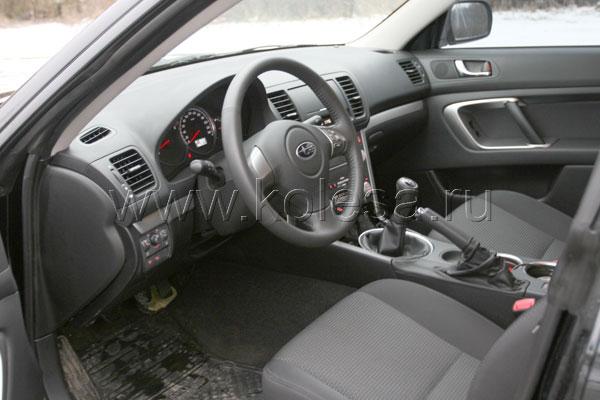 Приоритетная позиция в Subaru – водительское место. И неважно, в какую сторону повернута центральная консоль – удовольствие человеку за рулем доставляет не это…