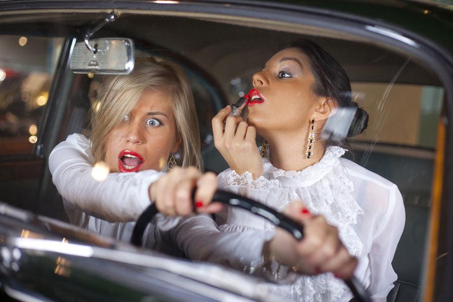 Русская блондинка даёт в машине