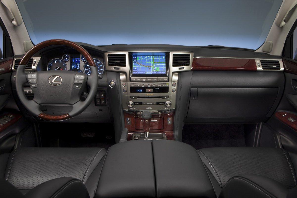 Lexus LX 570: интерьер
