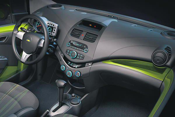 Футуристическая внешность и яркая цветовая гамма точно не оставят без  внимания водителя этого автомобиля. a349739ad90