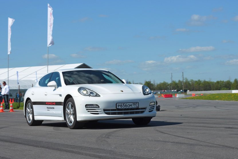 Новый Porsche Panamera 2012 фото