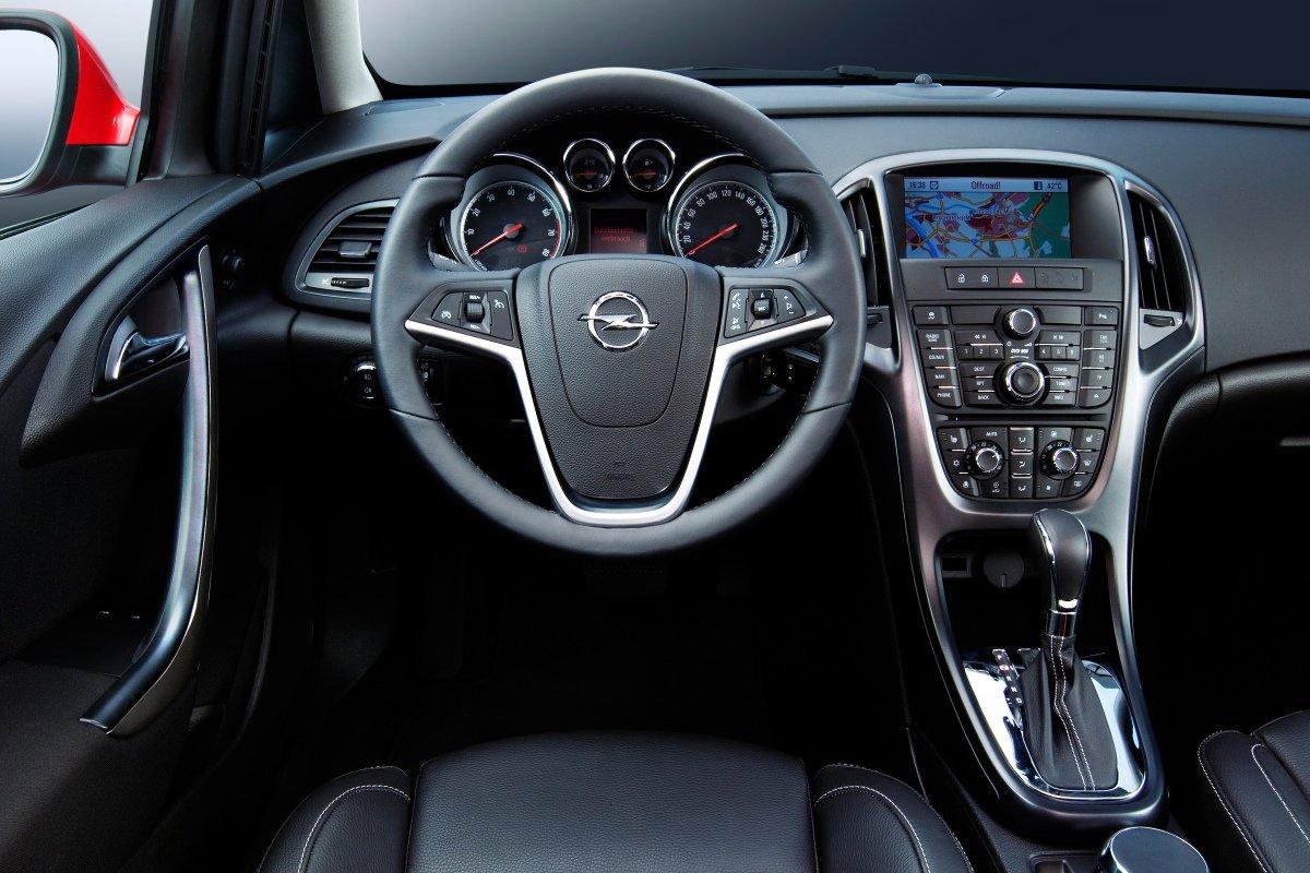 Opel Astra Sedan. Интерьер