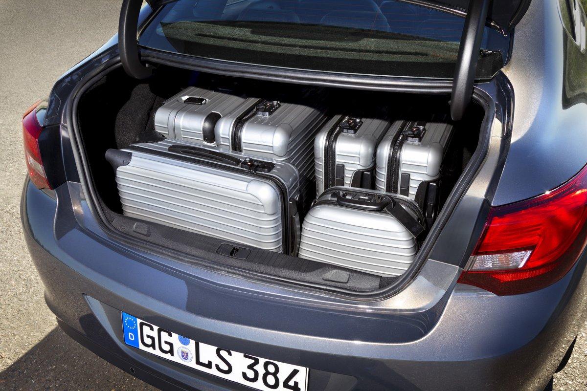 Opel Astra Sedan. Багажное отделение