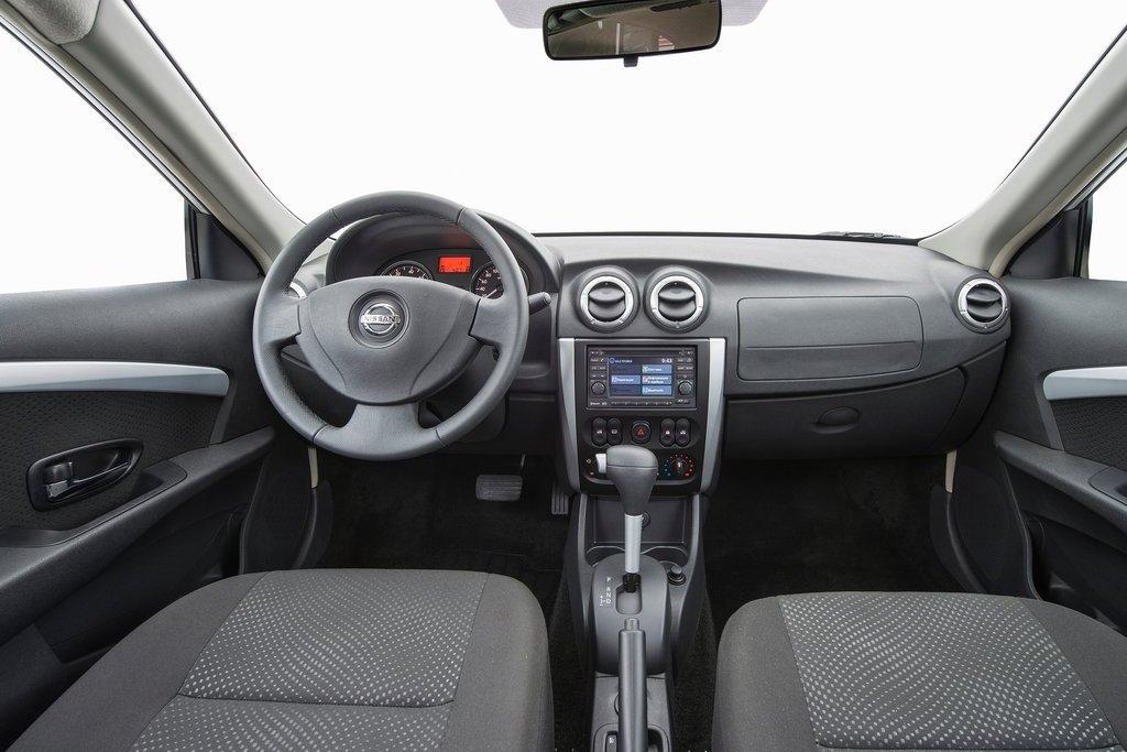 Интерьер Nissan Almera 2012