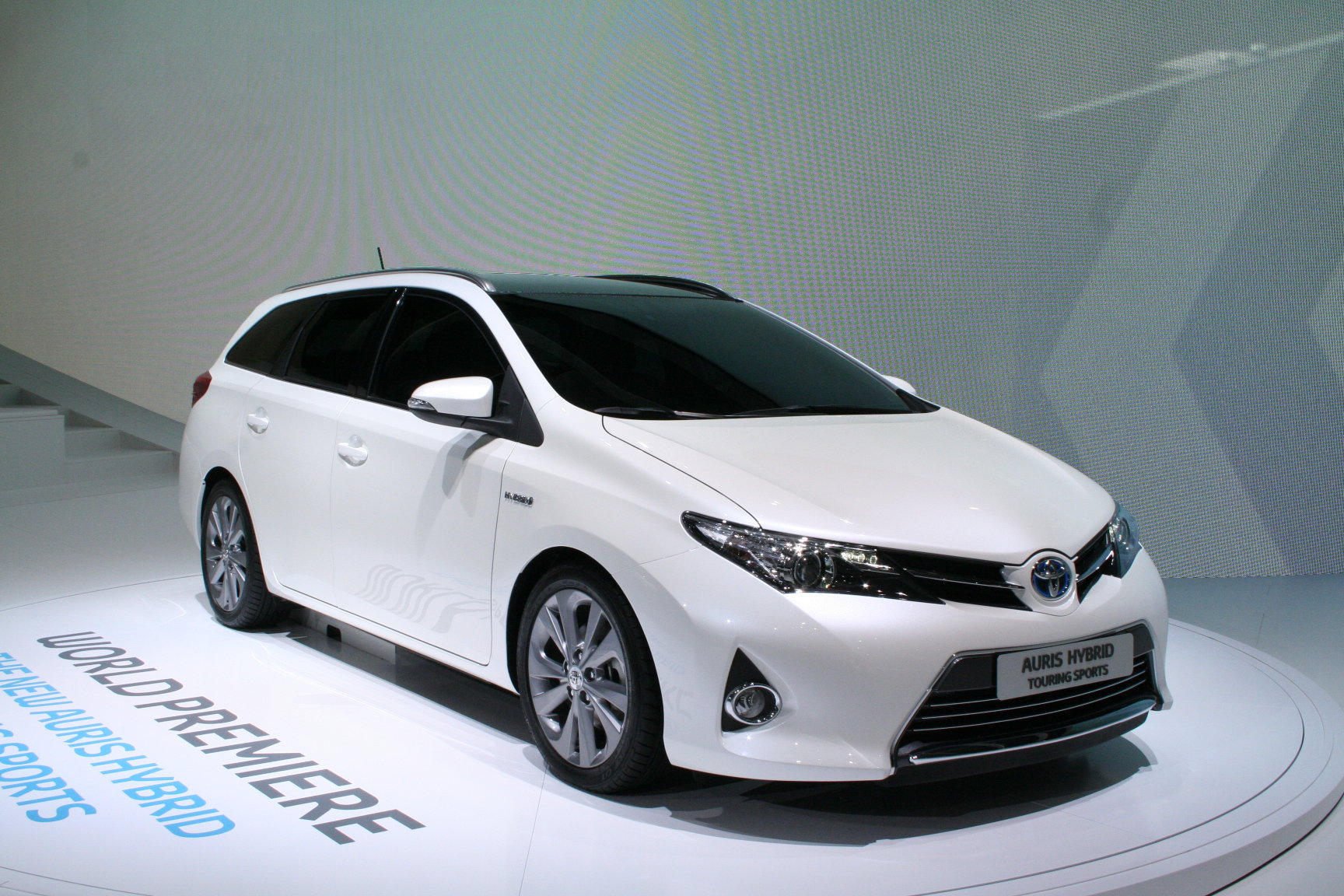 Новая Toyota Auris touring sports