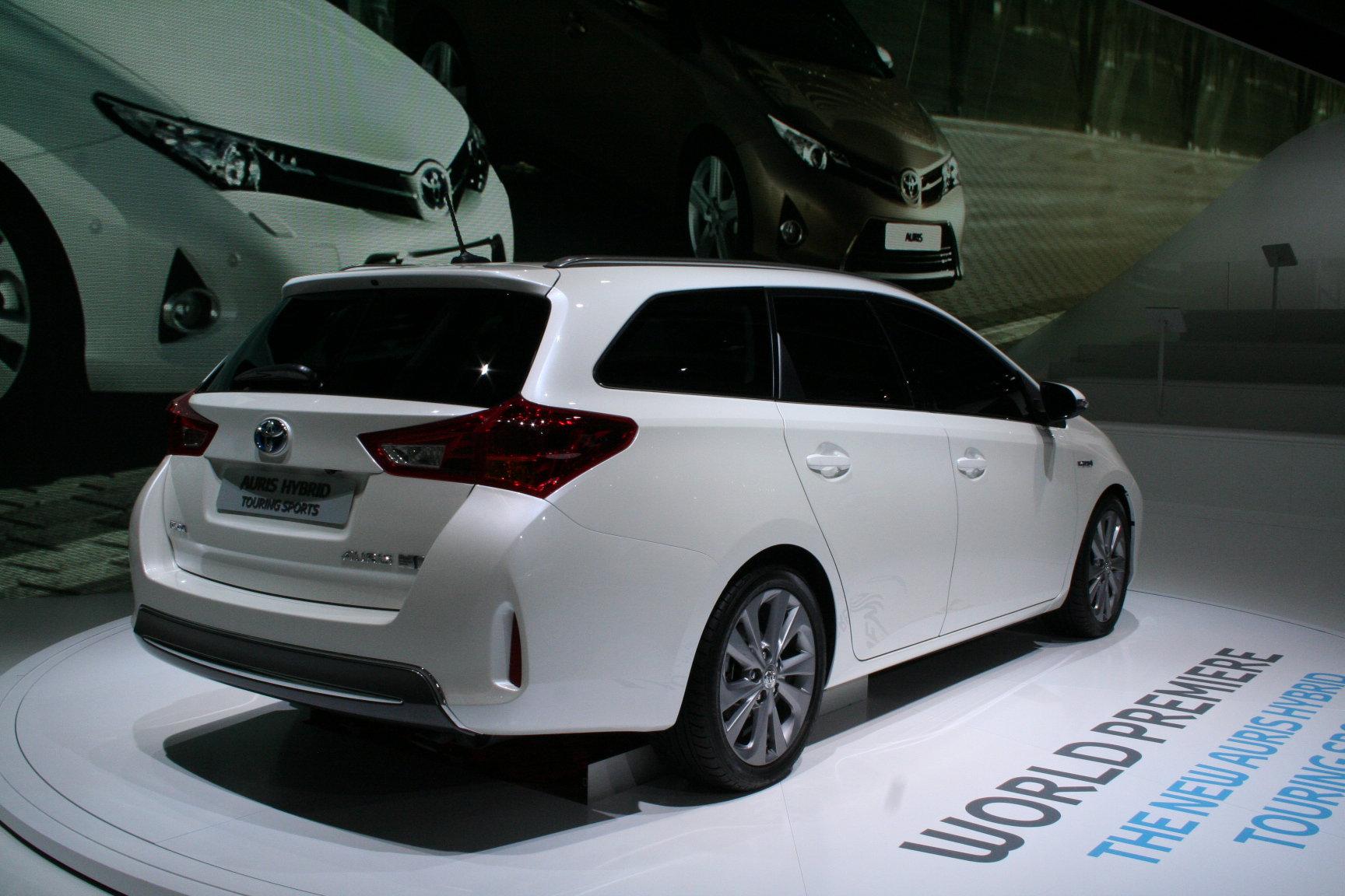 Новая Toyota Auris универсал