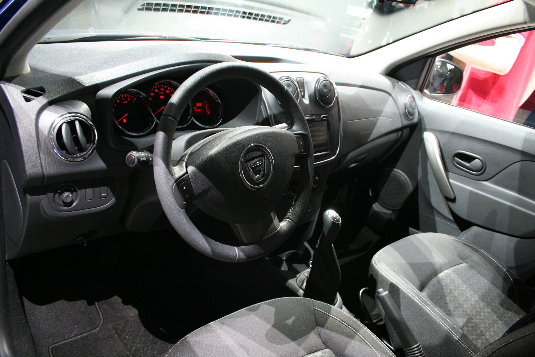 Новый Renault Logan интерьер салона