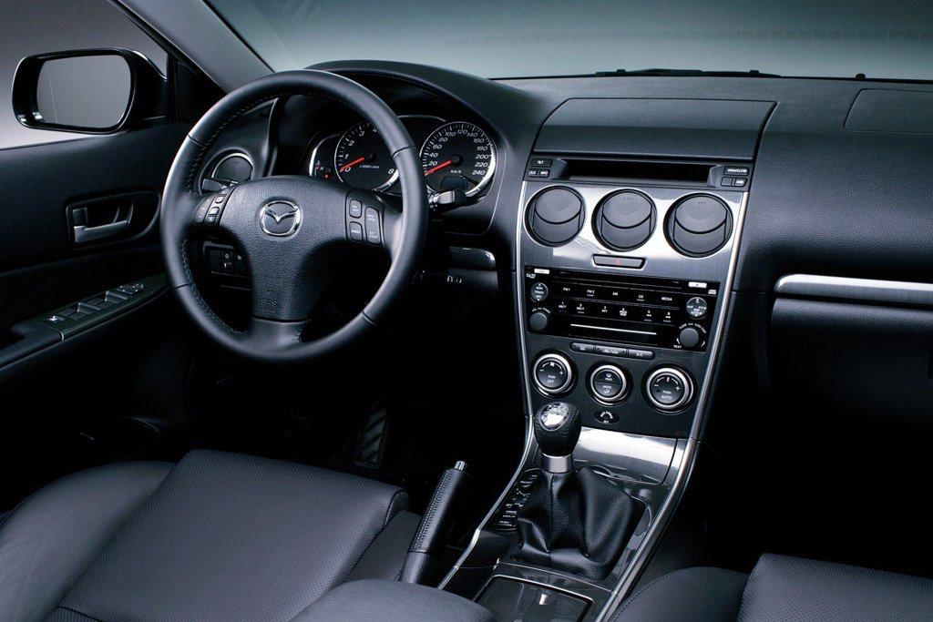 Интерьер Mazda6 2002
