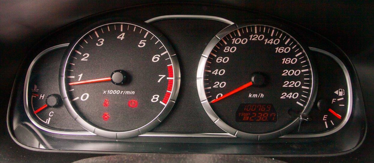 Щиток приборов Mazda6 2002