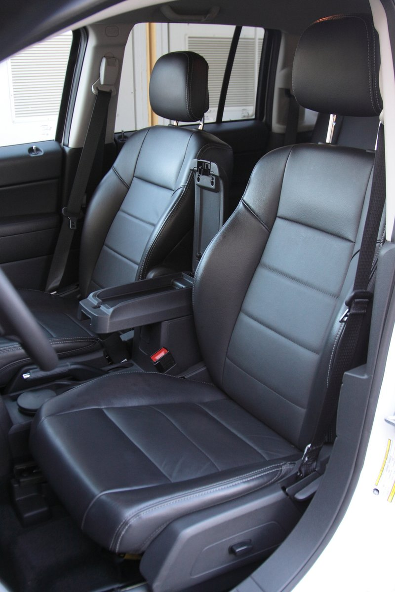Передние кресла Jeep Compass