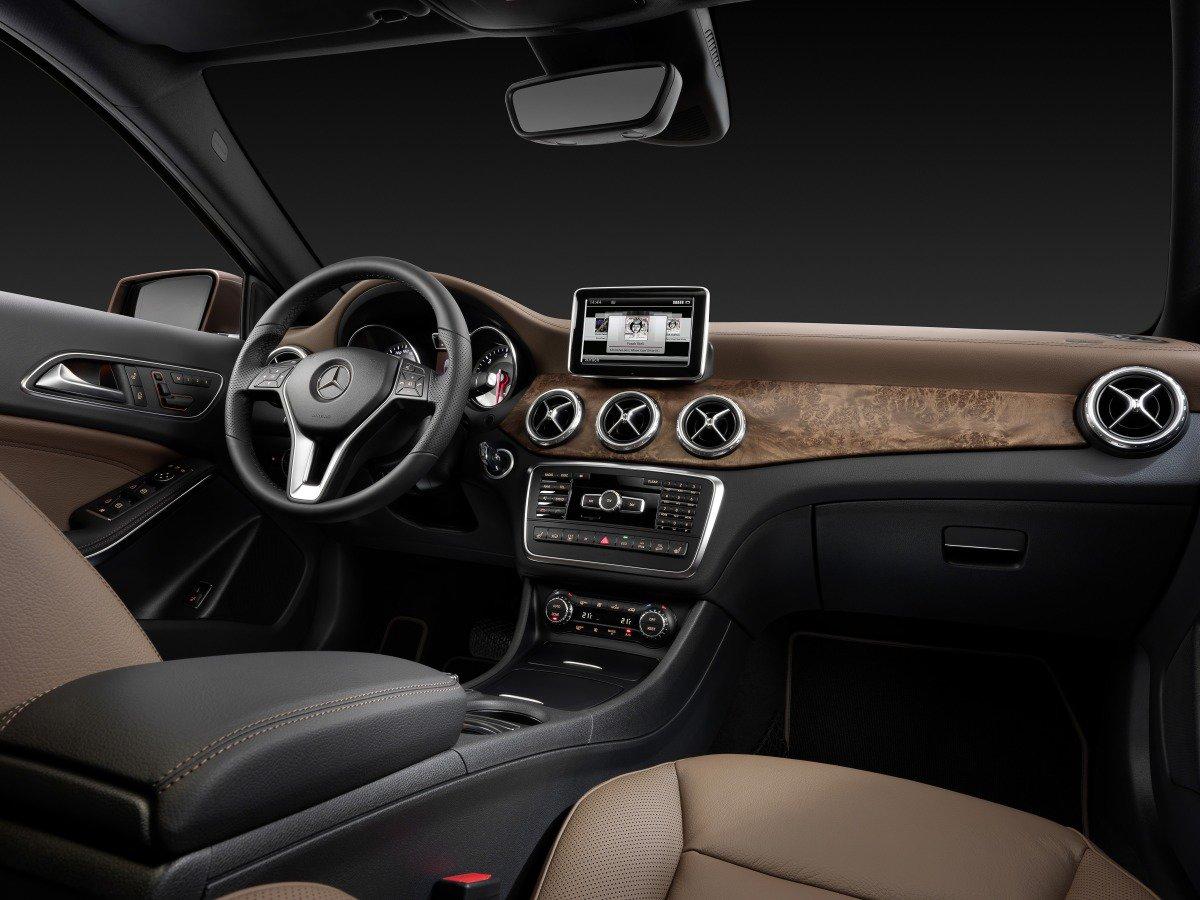 Mercedes-Benz GLA: интерьер