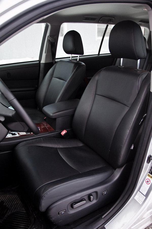 Передние сиденья Toyota Highlander