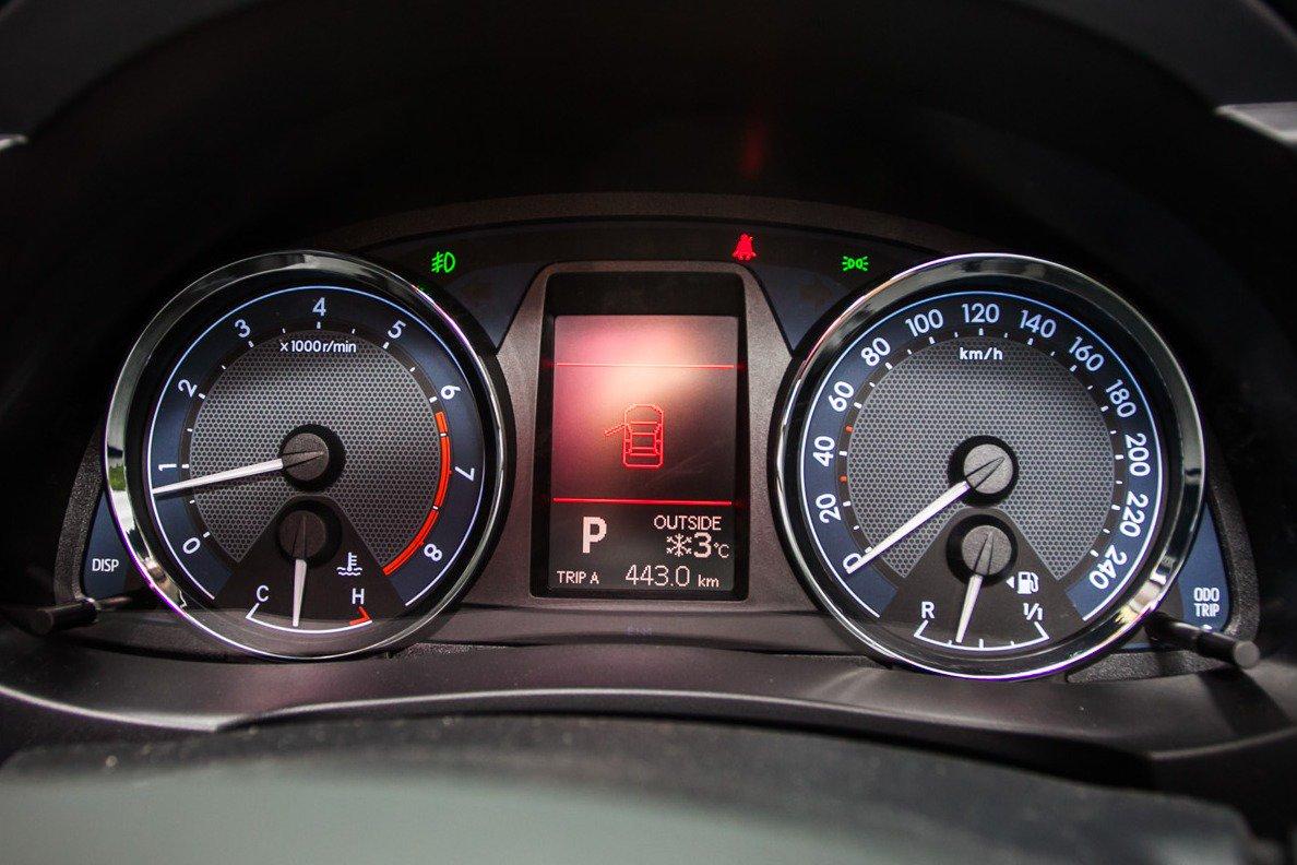 Щиток приборов Toyota Corolla
