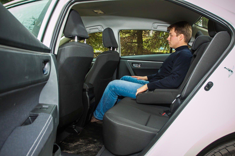 Задний диван Toyota Corolla