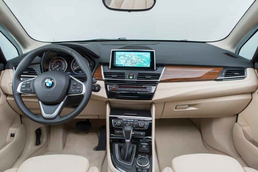 BMW 2 Series Active Tourer: салон