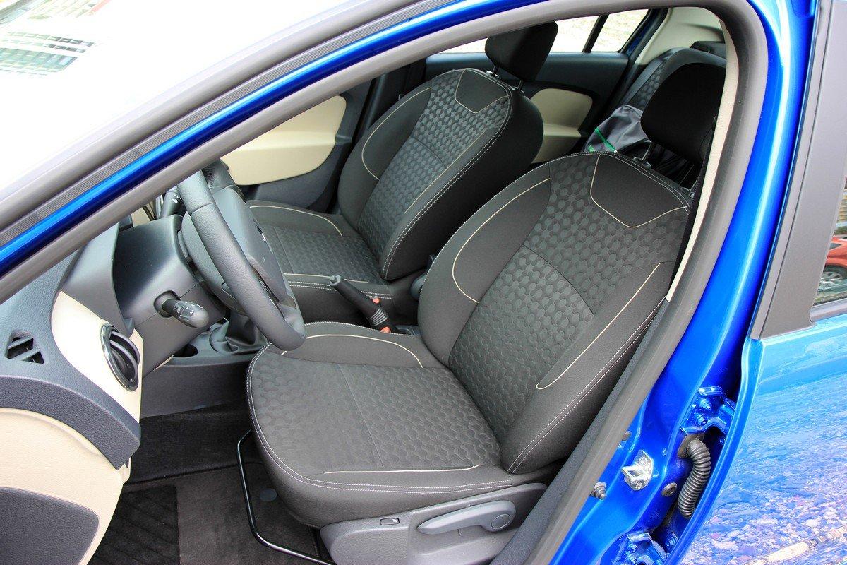 Передние кресла Renault Logan