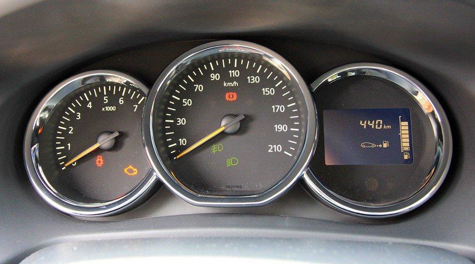 Щиток приборов Renault Logan