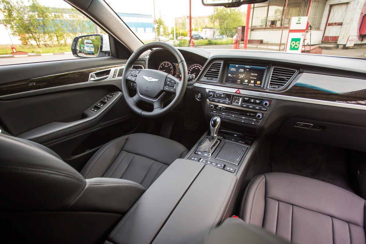 Hyundai Genesis: салон