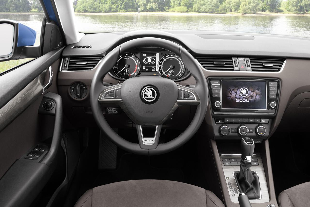 2015-Peugeot-508-17[2].jpg