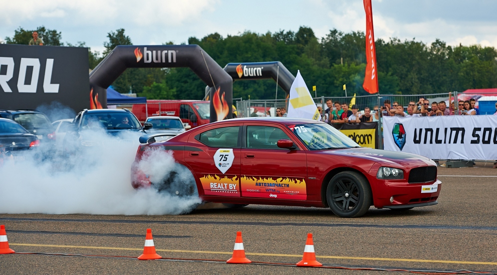 11_BurnOut в исполнении Dodge Charger, американец прокачан владельцем собственноручно.jpg