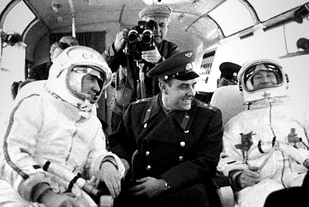 11700x500_c0074994-cosmonauts_belyayev_komarov_and_leonov-spl-lr_1.jpg