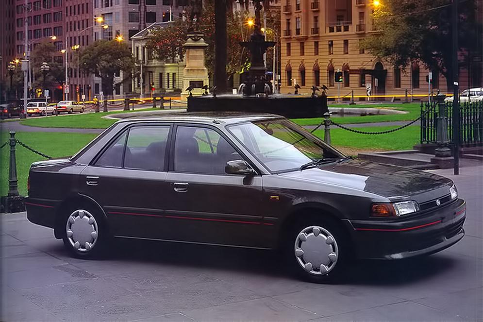 1autowp.ru_mazda_323_sedan_au-spec_1.jpg