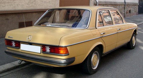Mercedes_W123_rear_20080328.jpg