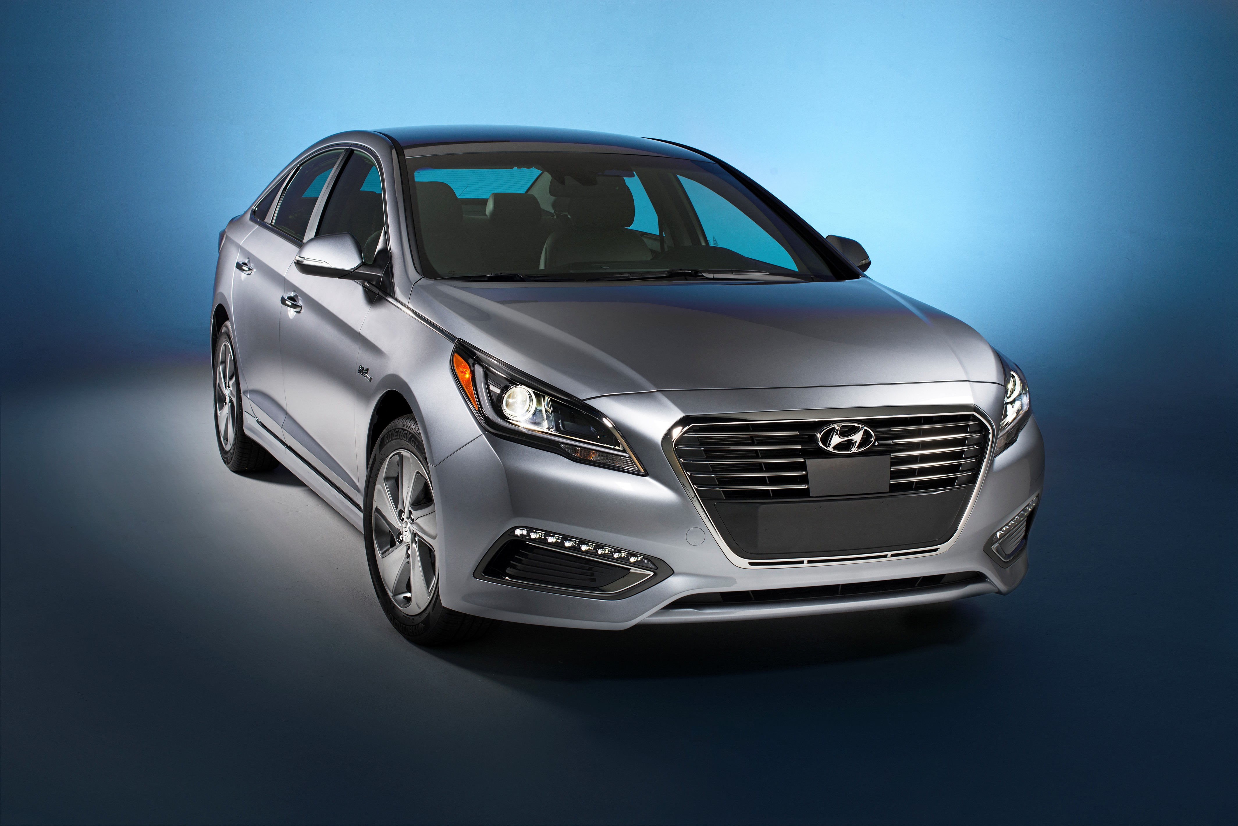 42746_2016_Hyundai_Sonata_Plug_in_Hybrid_Electric_Vehicle_PHEV_Front_Exterior.jpg