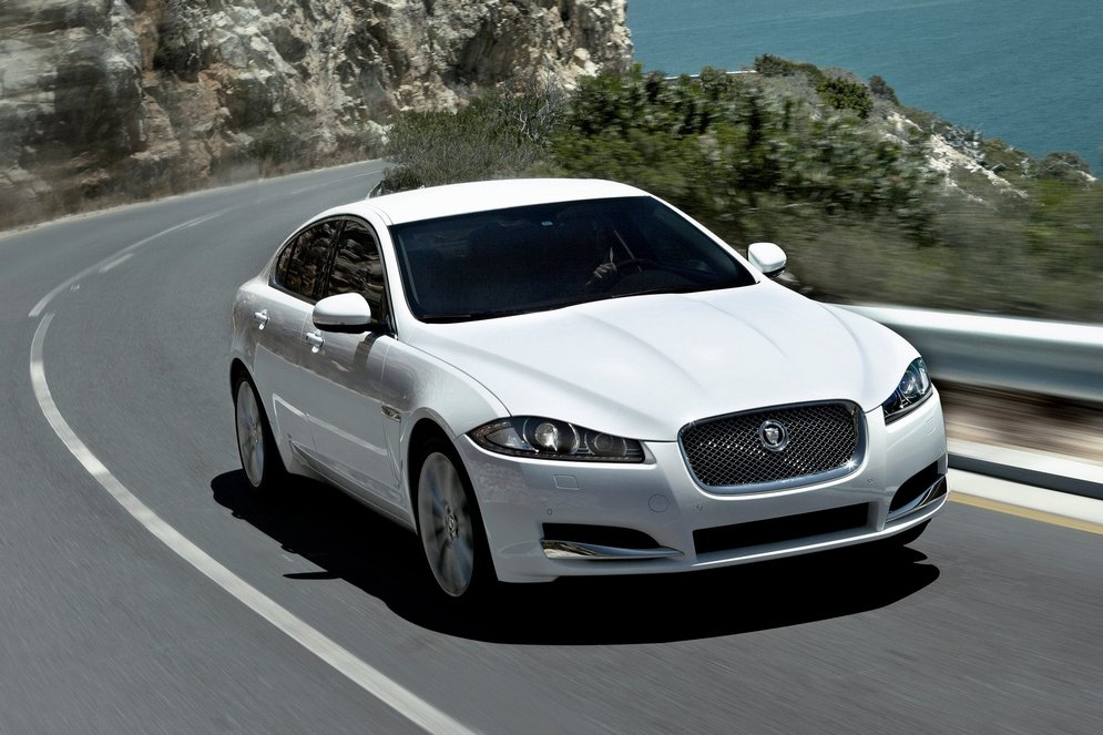 Jaguar-XF_2012_1600x1200_wallpaper_05.jpg